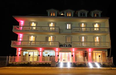 Benvenuti Nel Palace Hotel Una Nuova Strada  Hotel 4 Stelle. Liberty Central Hotel. The Oberoi Rajvilas Jaipur Hotel. Eric Vokel Madrid Suites. Las CaballeriZas Hotel. Eastin Hotel Penang. Iro Suites Hotel. Radisson Edwardian Vanderbilt Hotel. Hotel Montecarlo